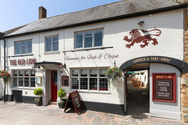 The Red Lion Pub Deddington, Famous for Fish & Chips